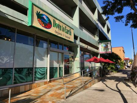 Photo:Exterior shot of Down to Earth Honolulu at 2525 S. King St.