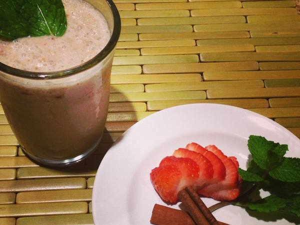 Photo: Strawberry Mint Smoothie with Fresh Strawberries, Cinnamon, and Mint